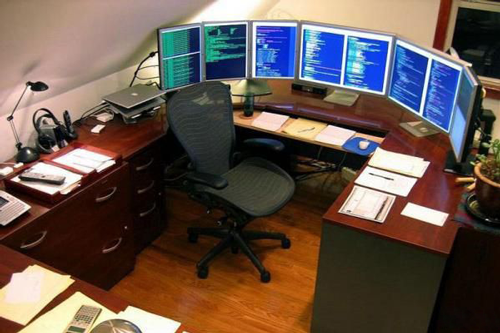 Personlized work station with 3 monitors